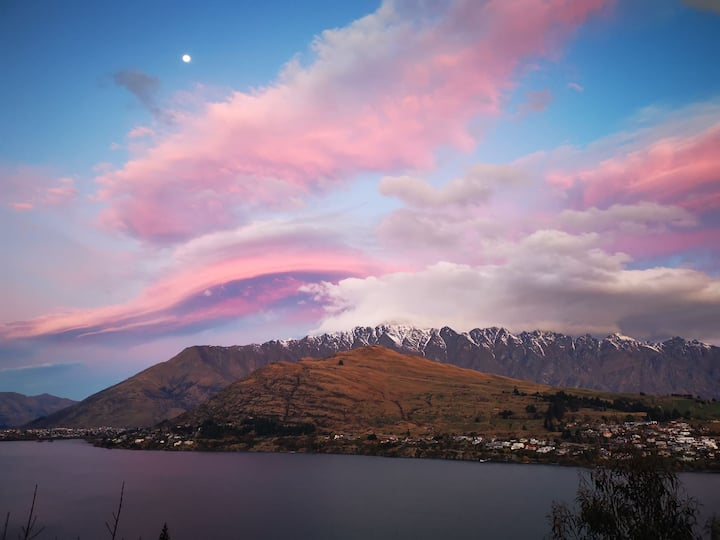 Queenstown hill 180 degree lake view