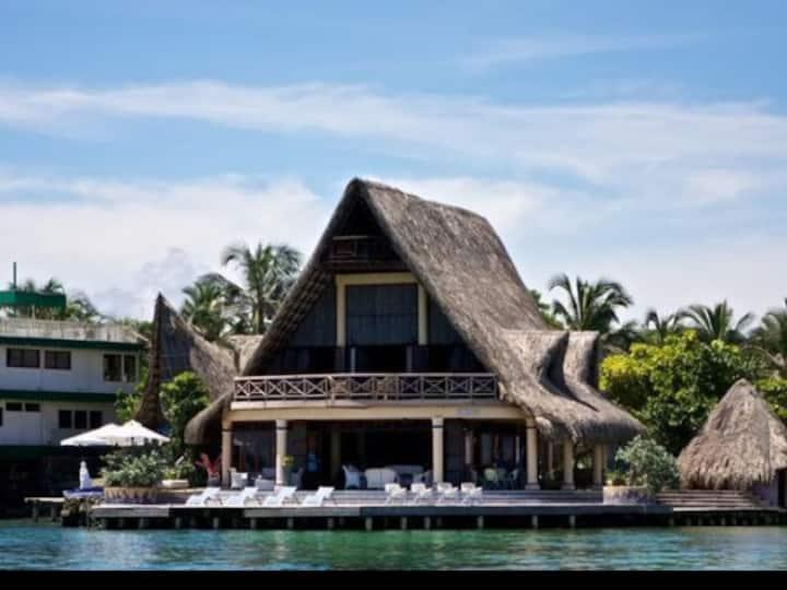 Melisa - Magnificent Island Retreat