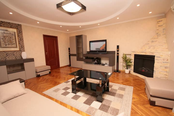 Apartment with a fireplace. 14 Generala Almazova street