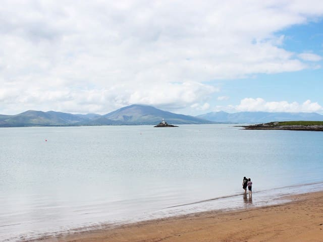 Lockes Beach, Fenit, Fenit Lighthouse, Slieve Mish Mountains, Tralee Bay.