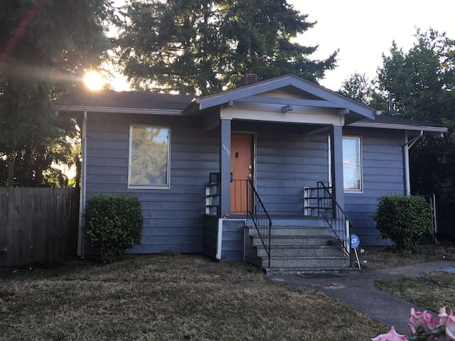 Seattle 4BR home near airport, downtown, stadiums