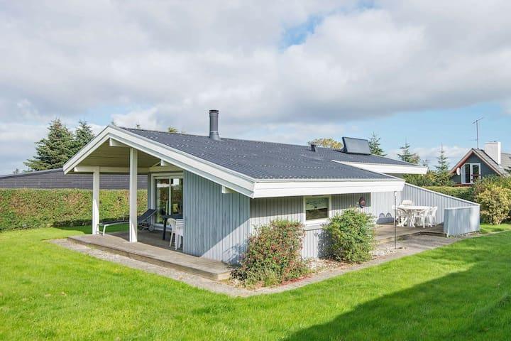 Acogedora casa de vacaciones con terraza en Jutlandia
