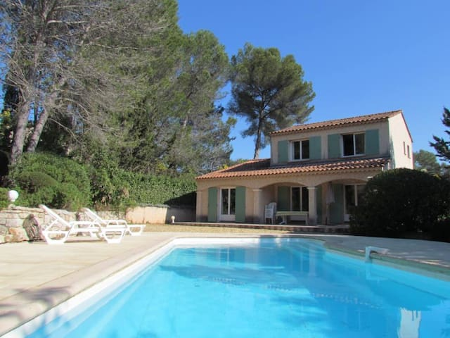 quiet, pool and pine trees - Roquebrune-sur-Argens - Villa