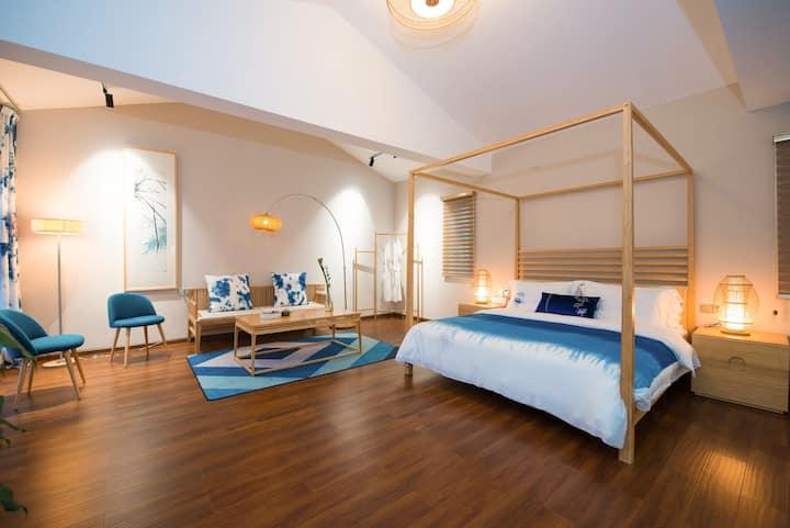 竹隐山房~ 阳光蜜月大床房~云净。    房间唯美艺术设计,适合情侣蜜月新婚,家庭出游度假。