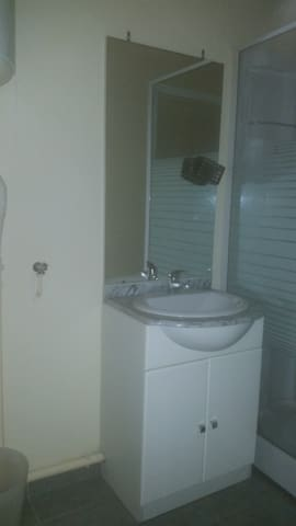 appartement clair et lumineux - Bédarieux - Byt