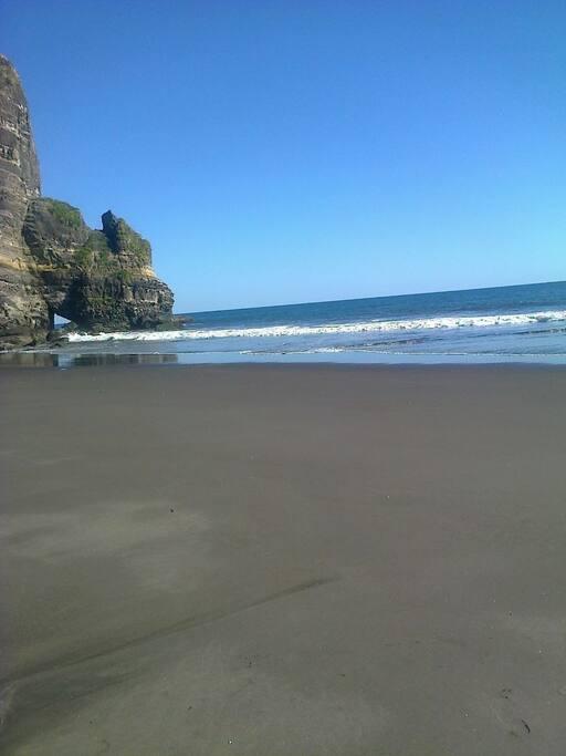 En temporada de verano playa sin piedras