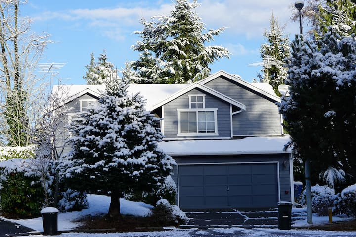 Clean, simple and private. - Lynnwood - Dom
