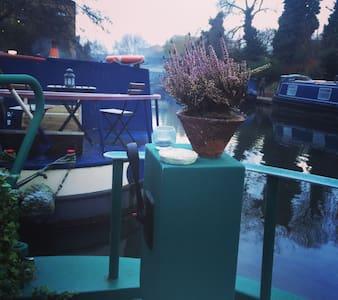 Mustang Sally Houseboat - London