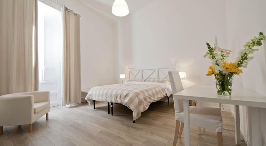 Camera Matrimoniale o Letti Singoli - Trapani - Bed & Breakfast