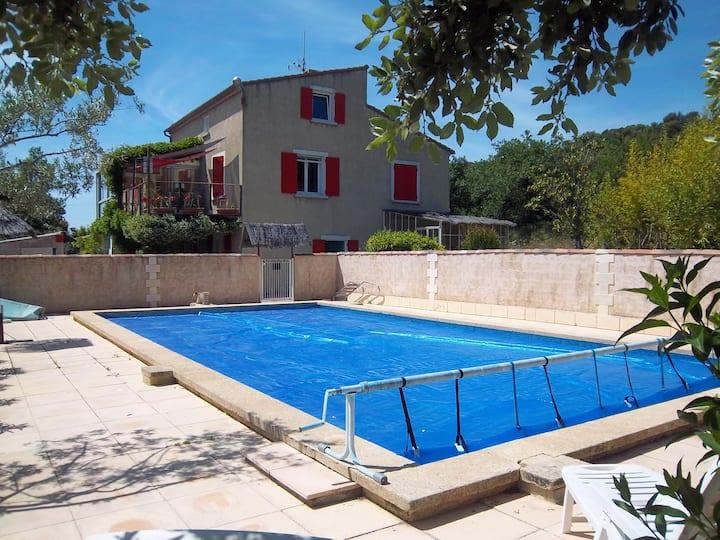 T3 entier, bas de villa, jardin et piscine