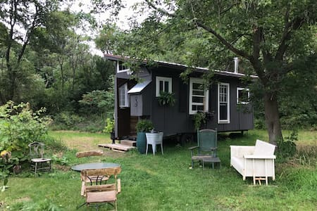 Peaceful Getaway 🌱 Off Grid Wanderers Tiny House