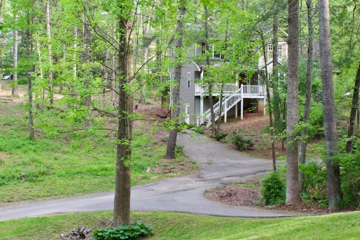 The Nook ~ Cozy Candler  Retreat West of Asheville