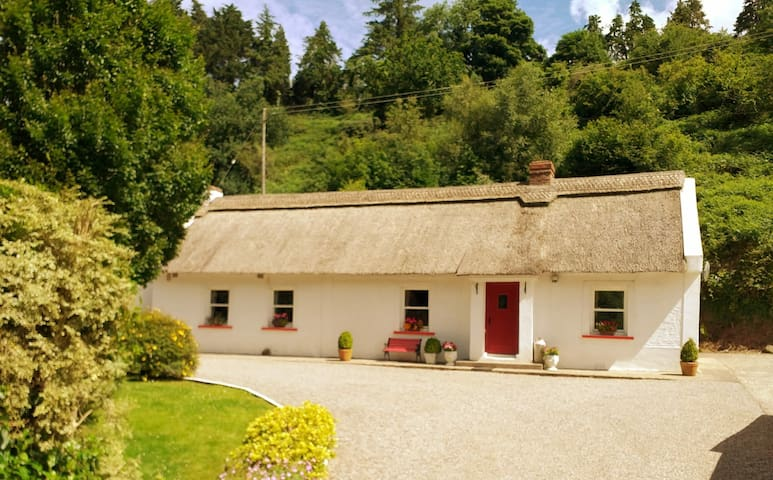 Annagh Thatched Cottage
