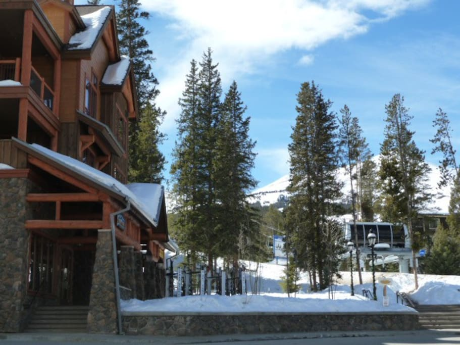 You are sure to not forget your lift ticket or equipment, because as you exit the first floor you pass Charter Sports & the lift ticket window with Snowflake Lift just a few more steps away