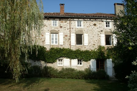 Gorgeous riverside 18th C mill - Saint-Christophe - Haus