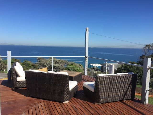 Uninterrupted Views over Port Phillip Bay!!