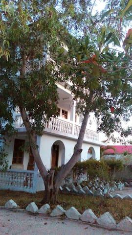 Mama Teri Lodge by KiziDolphin - Kizimkazi Dimbani - Bed & Breakfast