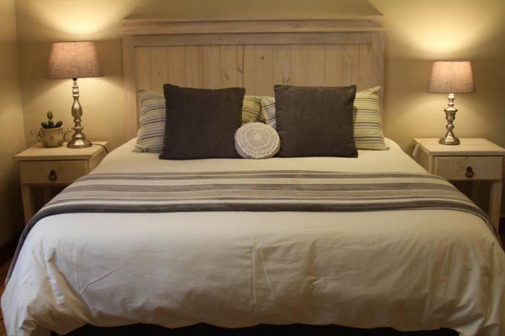 Ripple Hill Queen En-Suite photo 1