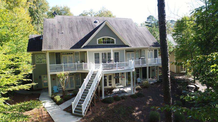 Lake Front 6BR 4Ba 4300 SF home w/main lake views