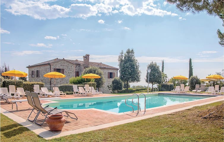 Holiday apartment with 2 bedrooms on 90m² in Torrita di Siena SI