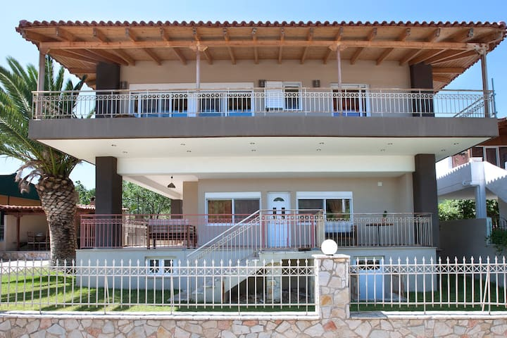Peggy's  villa 1st floor 80sqm with garden and Βbq - Kineta - Pis