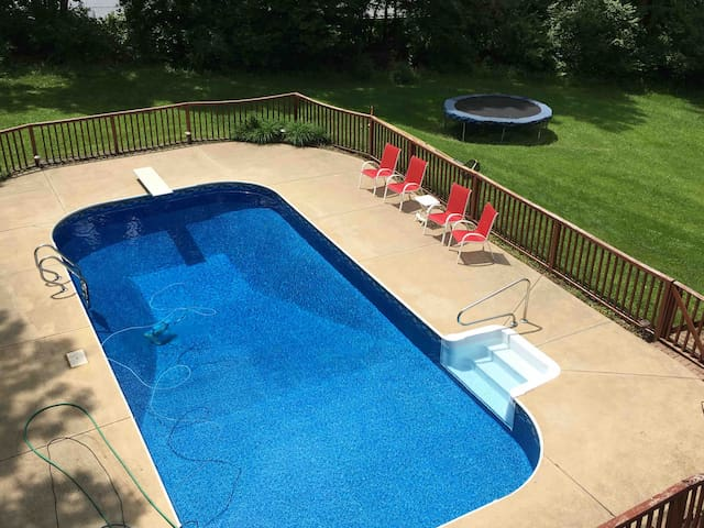 Private, Spacious 1-Bedroom Suite with POOL