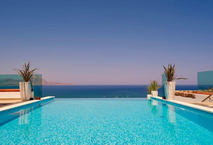 Luxury Villa Eos w. Private, Heated Infinity Pool