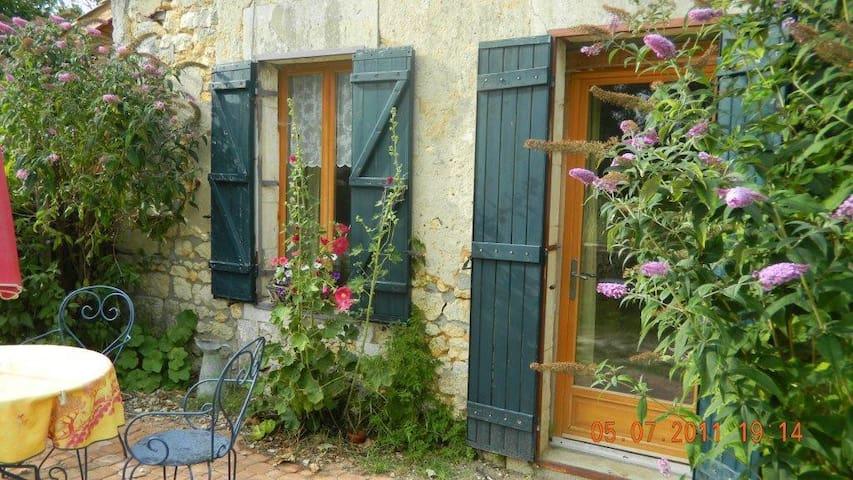 Studio te huur Charente Maritime - Saint-Bonnet-sur-Gironde - Apartamento