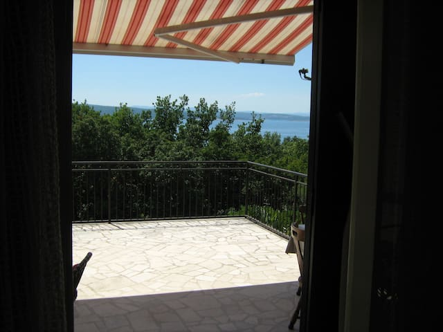Flat 200m from the sea