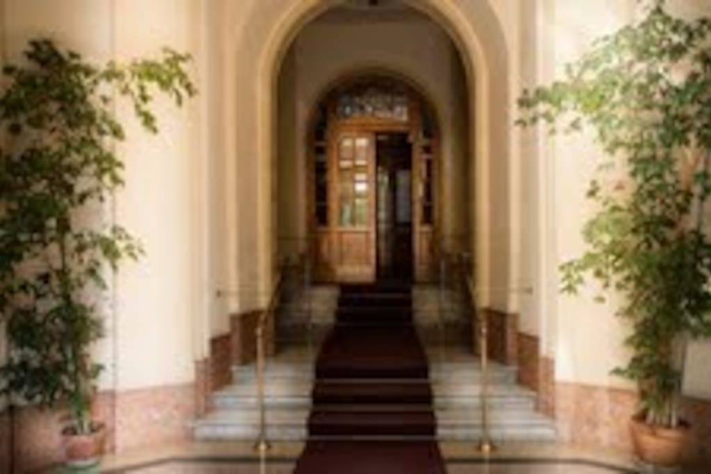 ... and this is the main entrance of the building: you are almost at home!