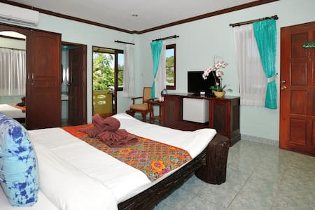 Ben's guesthouse (right on main road) - room 205 - Ko Samui