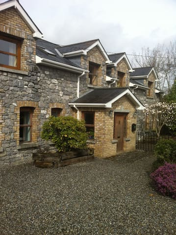 Lovely comfortable double room, near the village - Maynooth - House