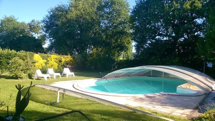 Maison avec piscine à 9 kms de St Emilion 12 pers