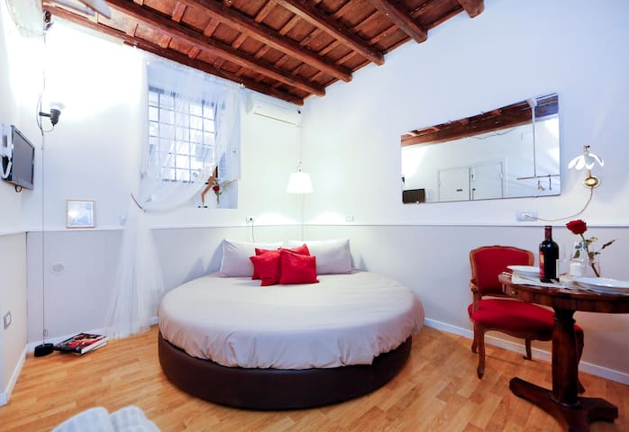 Navona studio: nest in the heart of medieval Rome
