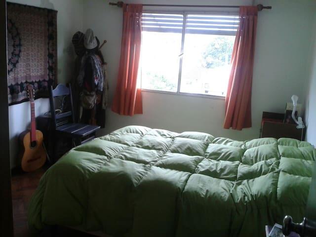 Habitación en un sitio especial y encantador - Montevideo - Apartment