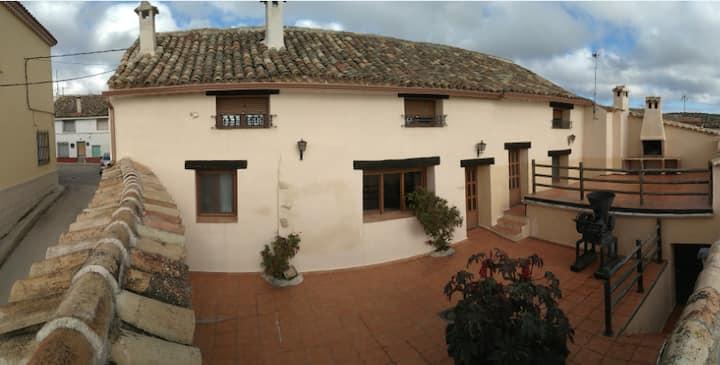 Casa Rural El Acebo, garaje y leña gratis.