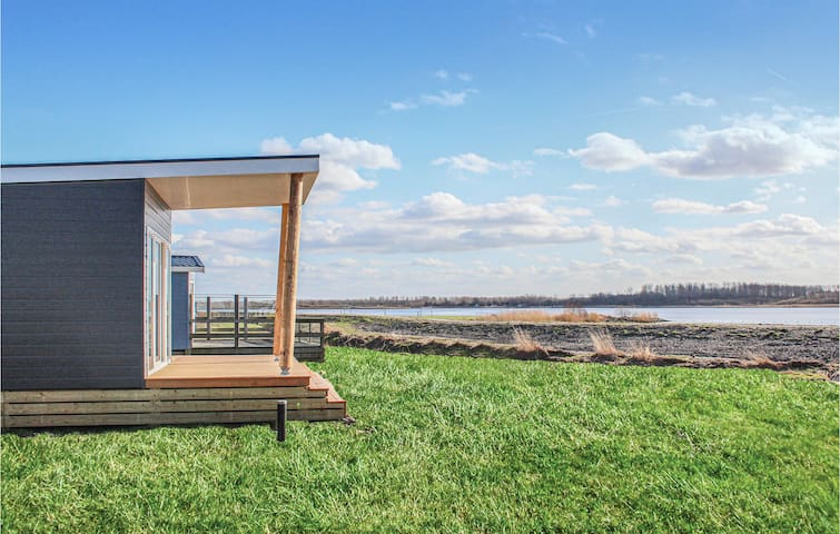 Holiday cottage with 3 bedrooms on 48m² in Lauwersoog