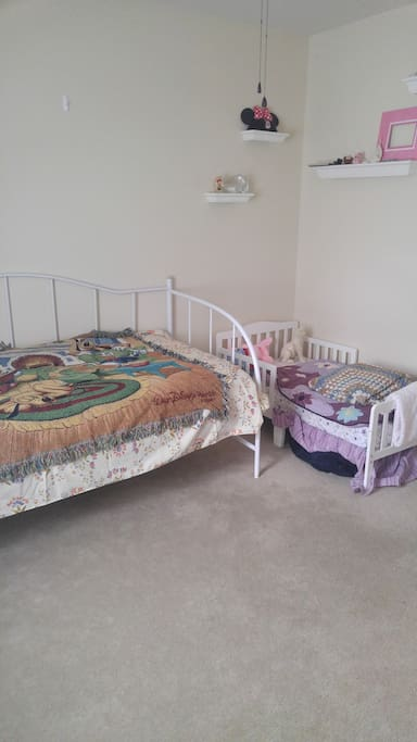 Bedroom 3 with single and toddler bed