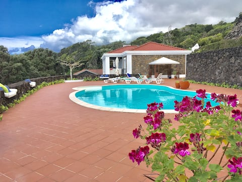 Casa do Ananas, cliff-top/ocean-front villa, Pico