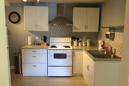 fully self contained 2 bedroom suite - Hele etagen
