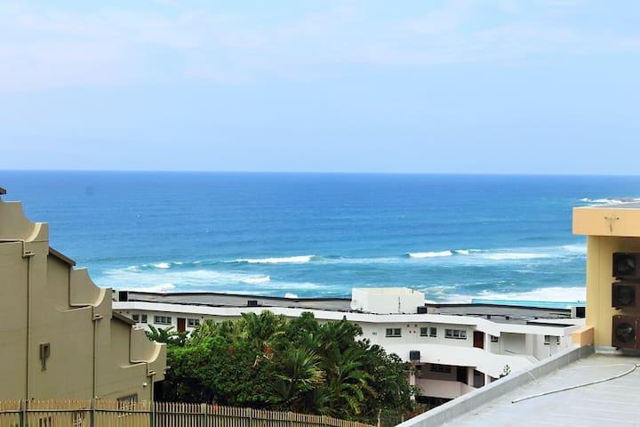 Uvongo Lucian Blue Flag Beach  Apartment