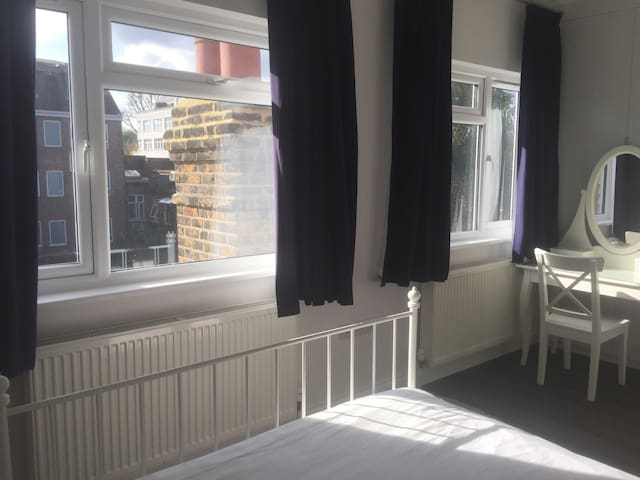 New large double room near Ealing Common station.