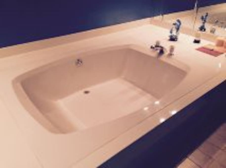 down stairs master tub
