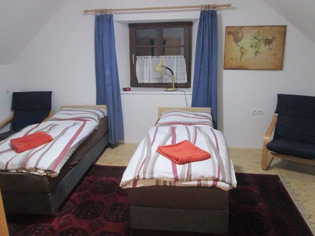 Betten können als Einzelbetten oder als Doppelbett verwendet werden.