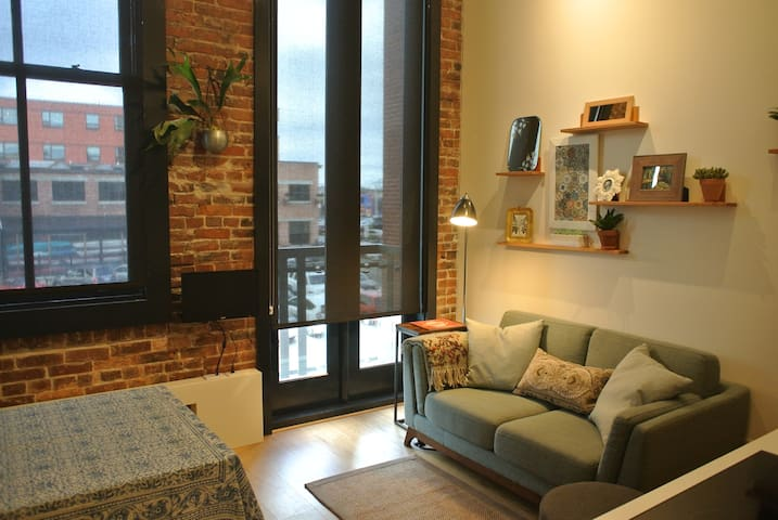 Downtown Waterfront Microloft - Victoria - Apartemen
