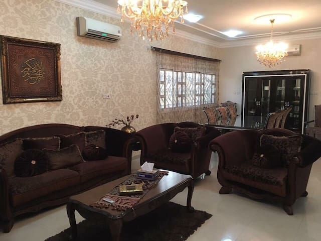 3BR House with Front Yard Next to Aspire Zone