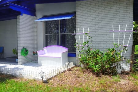 All Inclusive DeLand Entire Purple Painted House! - DeLand - House