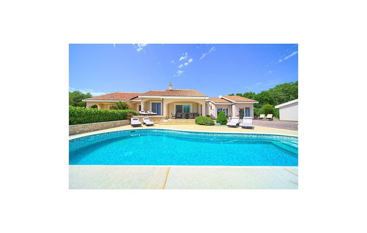 Beautiful home in Vrh with Outdoor swimming pool and 4 Bedrooms