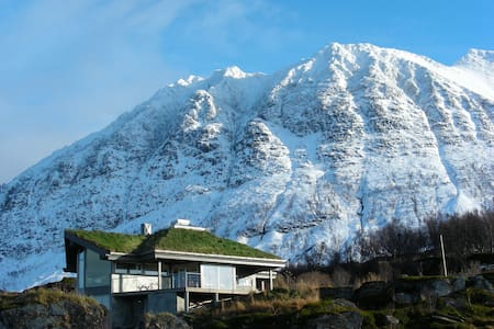 Lyngstuva Lodge - seaside in alps