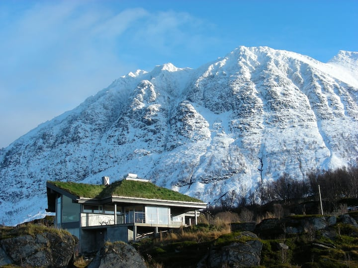 Lyngstuva Lodge in Lyngen- seaside and alps
